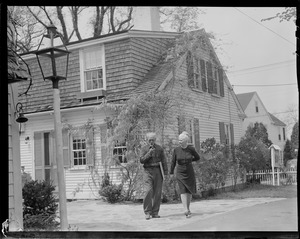 Anthony Thieme and his wife Lillian in front of their house