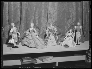 5 figurines in European court dress