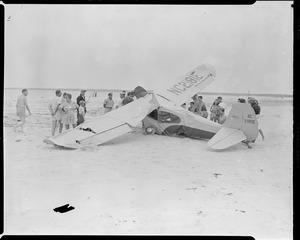 Plane crashes on beach