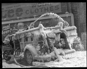 Haymarket 5 alarm fire - ice covered engine