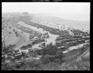 Cars and crowds at Nantasket Beach