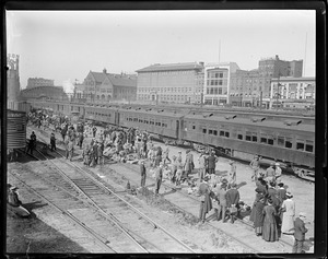 Battery A returning home from the Mexican border, B & A Yard, Boylston St.