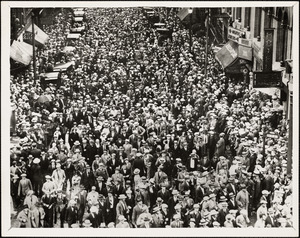 Death marchers wait to enter Scollay Square after Sacco funeral, Aug 30, 1927