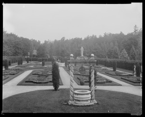 Bellefontaine: garden with statues