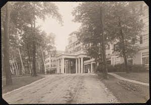 Aspinwall Hotel: front entrance from drive