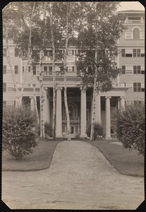 Aspinwall Hotel: front (narrow view) with birches