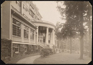 Aspinwall Hotel: back entrance, curves out, trees