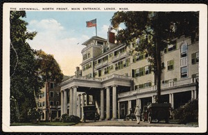 Aspinwall Hotel: entrance with cars
