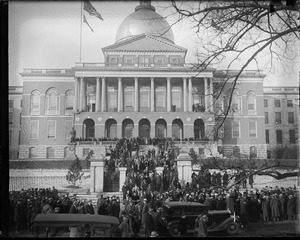 Crowd at State House for swearing in ceremony of Gov. Curley