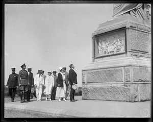 Pres. Coolidge and wife visit monument to pilgrims in Plymouth, MA