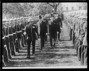 Pres. Coolidge reviews Canadian troops in Washington
