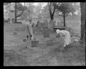 Pres. and Mrs. Coolidge visit cemetery