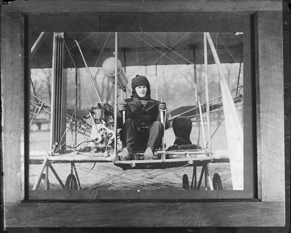 Pilot Harry Jones lands on Boston Common