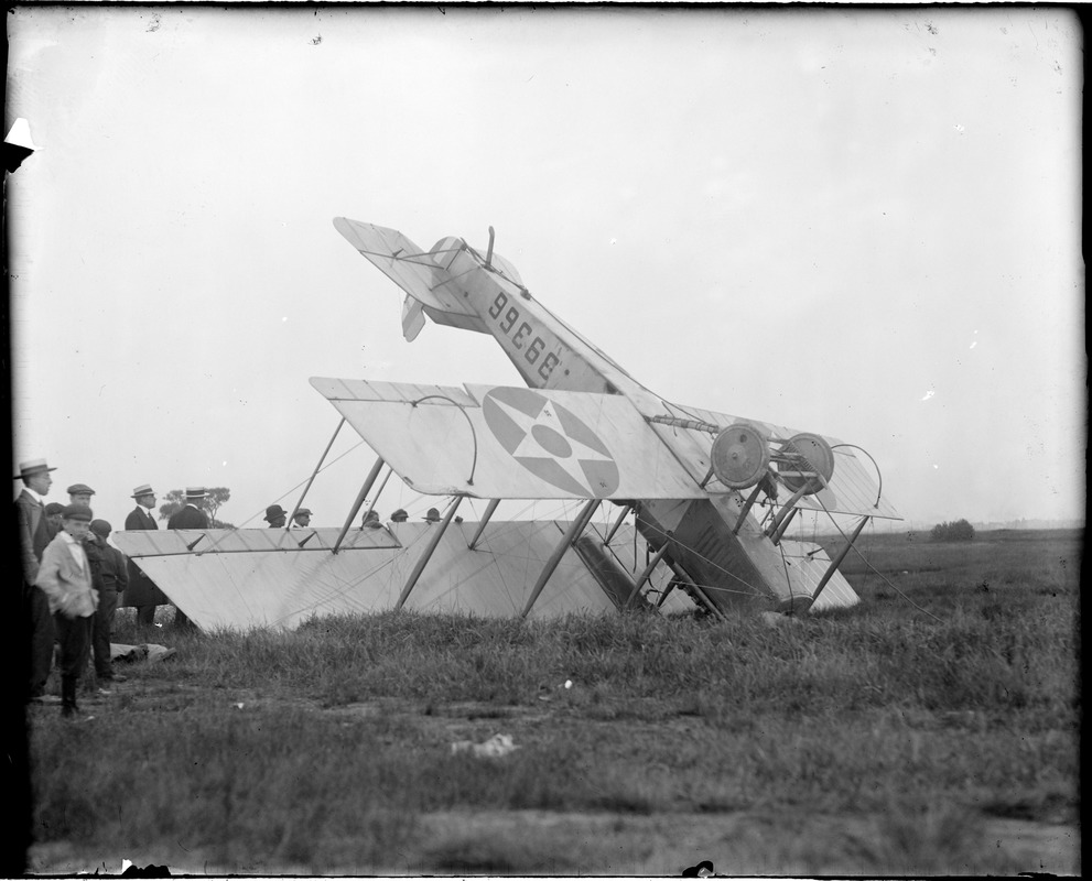 First mail plane arrives at Saugus Field with 4400 letters weighing 228 lbs. in an abrupt fashion. Lt. T.H. Webb, USA piloted the machine.
