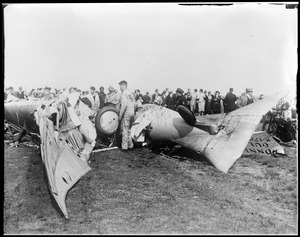 Bonney Gull crashes to Earth and kills inventor at Curtis Field, N.Y.