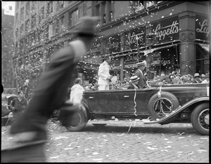 Admiral Byrd and wife in auto parade through Boston