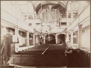 Christ Church, Salem Street, interior