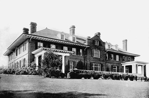 Hawthorne Hill lawn front