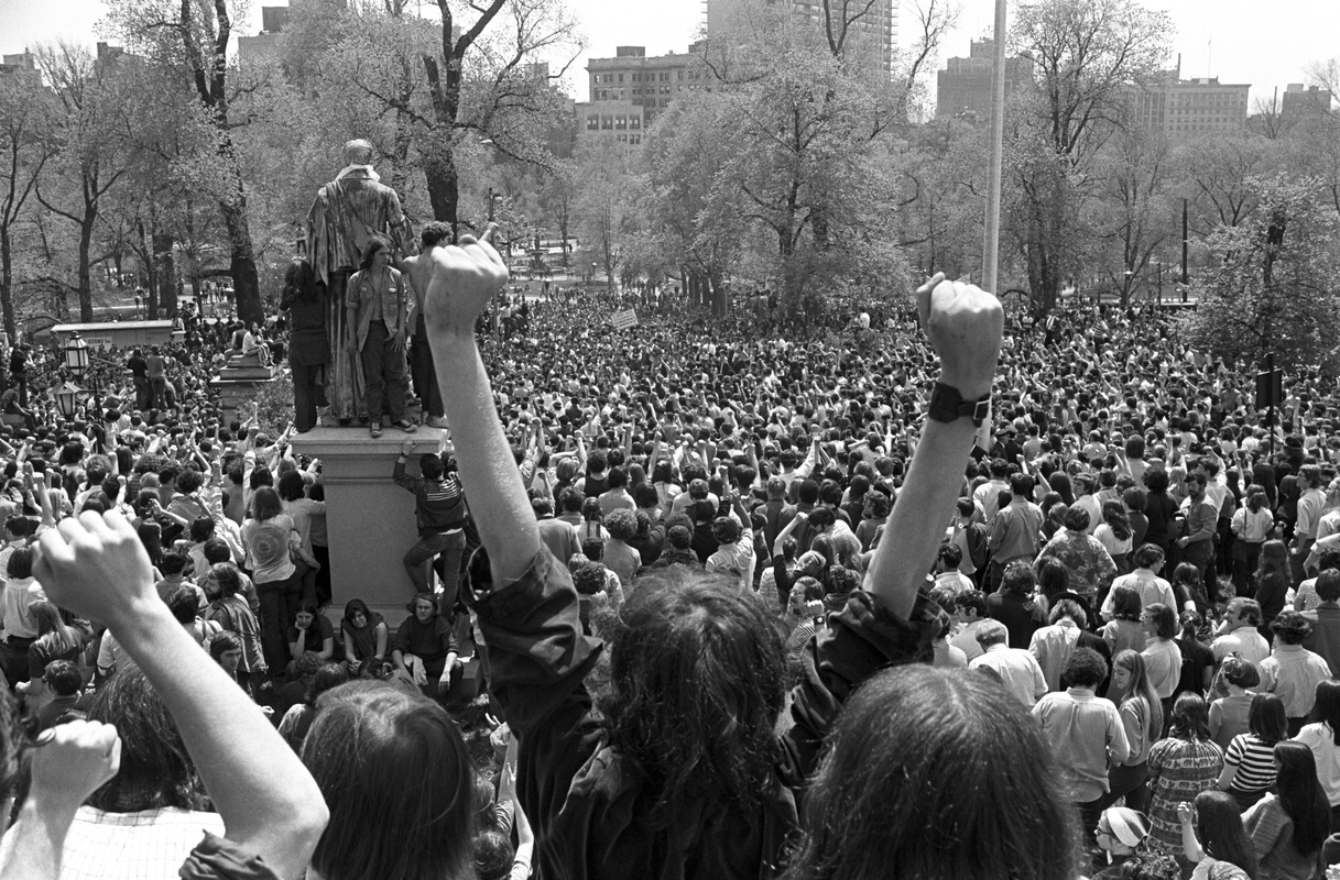 Kent State shootings demonstration: Angry fists and crowd, State House, Boston Common