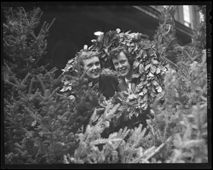 Women with Christmas wreaths