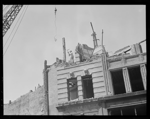 Demolishing the Whitney building for Central Artery