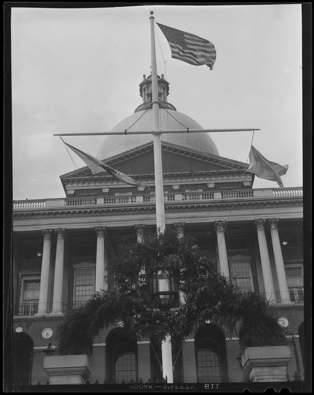 Wreath in front of State House