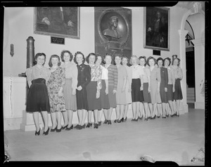 Women visiting new State House