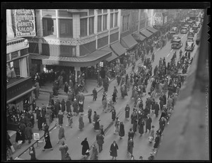 Winter and Washington Streets, downtown crowd