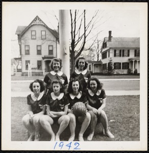 Sports memorabilia/photograph [realia], 1942 girls basketball team