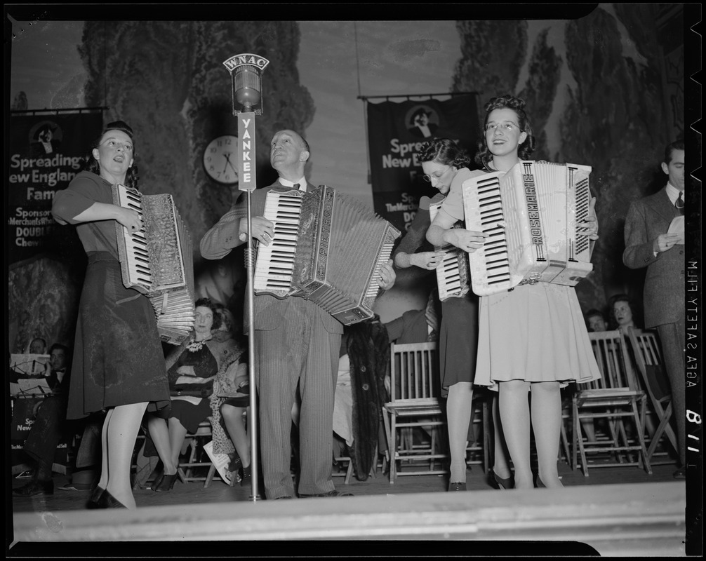 Accordion players, Spreading New England's Fame
