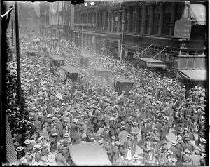 Crowd in front of the Boston Globe building on Washington Street, following the World Series