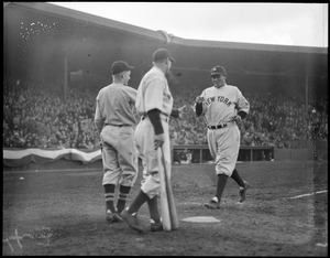 Yankee trots home after home run against Sox, at Fenway
