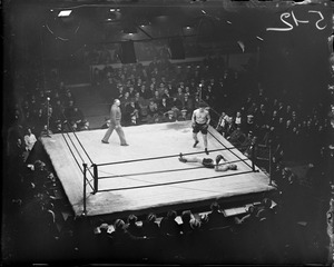 Al Grayson knocks out his first man as professional at the arena