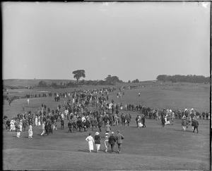 Big crowd; Belmont golf match
