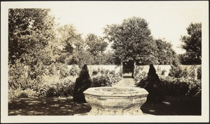 Dipping pool in French Garden; Serpentine Wall