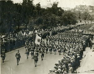 Massachusetts Infantry marching down Tremont Street, Boston, Ma., 1916