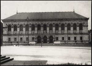 Boston Public Library before the statues were out in front