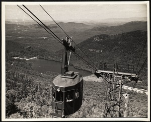 Aerial tramway, Cannon Mt. Franconia, N.H. Echo mountain in background