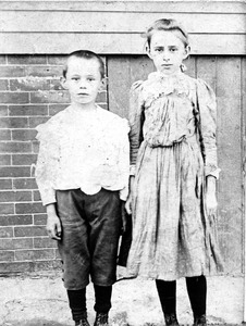 Young boy and girl, Lawrence, Mass., c.1905
