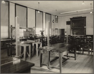 Boston public schools - Evening Industrial School - physical laboratory