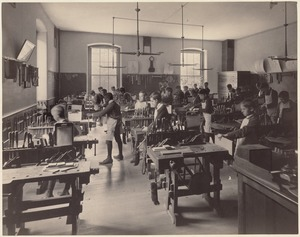 Dwight School - interior - shop classroom