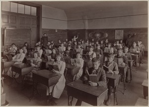 Frothingham School - room 16 - 4th class, 2nd division - interior
