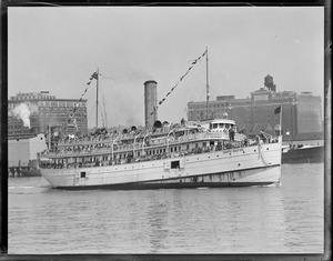 Crowded steamer Dorothy Bradford, Boston Harbor