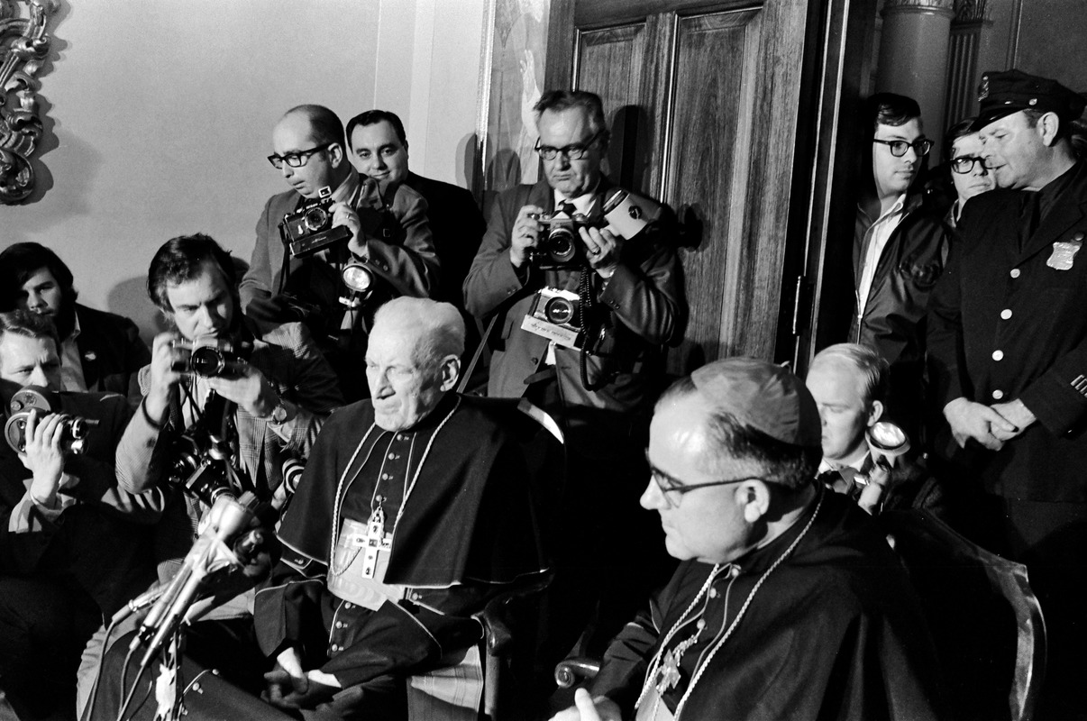 Cardinals Cushing and Medeiros at Medeiros's installation press conference (background: UPI photographer Ira Wyman & AP photographer Frank Curtin), Brighton
