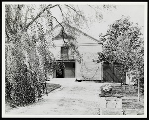 Newton photographs oversize : Allen House : 35 Webster Street / [compiled by the staff of the Newton Free Library]. - Allen House : 35 Webster Street - Barn of Allen House -