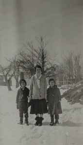 Duris, Helena with two children