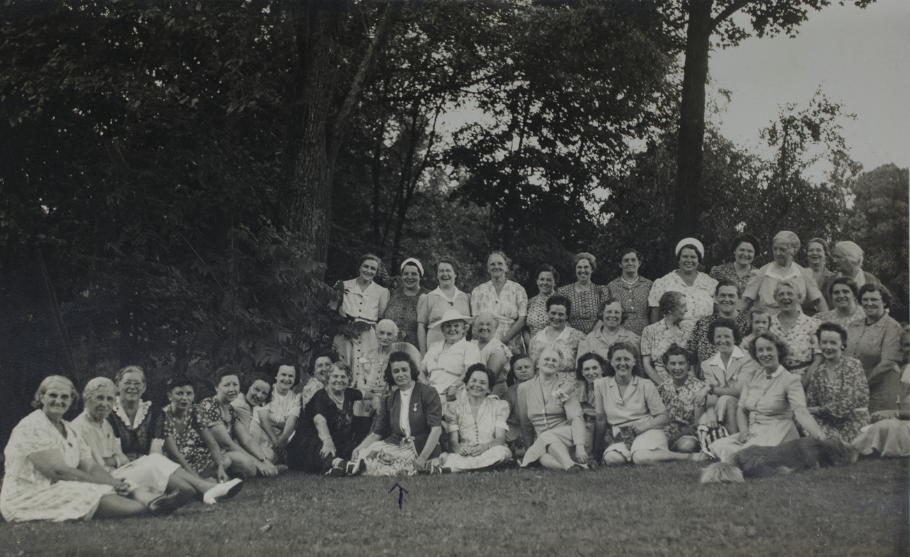 Large gathering of women, occasion unknown, 124
