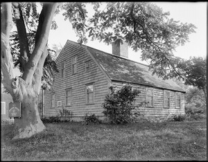 House built by William Harlow in 1677 of timber from the old fort. Plymouth, Mass.