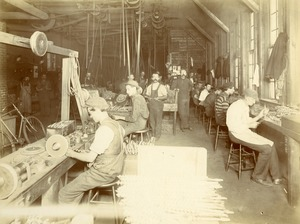 Snell Manufacturing Company workers 3