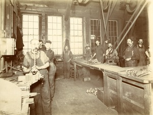 Snell Manufacturing Company workers 4